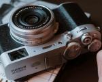 Fujifilm X100V, custode e pioniera della serie X100