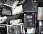 Dalle batterie usate degli smartphone si ricavano smalti per le piastrelle