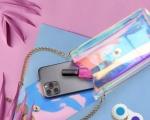 Smartphone in spiaggia con stile grazie agli accessori Cellularline