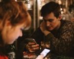 Esplode il fenomeno Phubbing, l'atto di snobbare chi ci sta davanti con il telefono